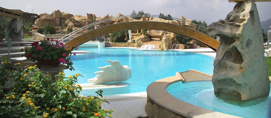 Piscine scenografie in rocce artificiali laghetti - Cascate per piscine ...